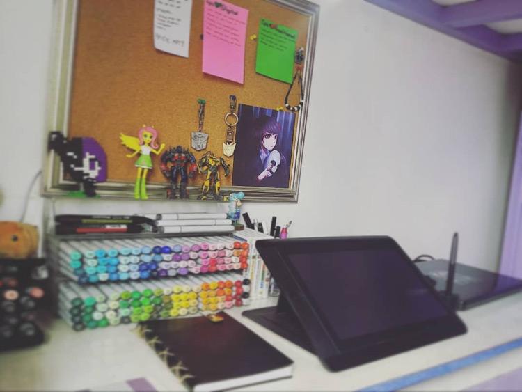 Tablet and marker art desk